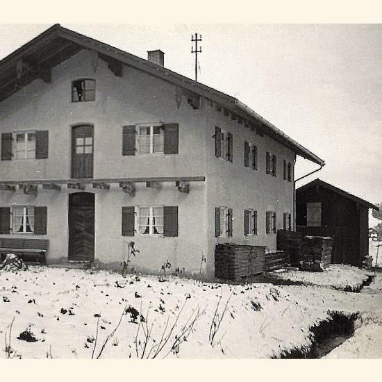 Hausfront im Winter